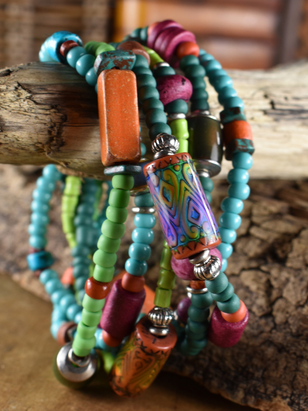 Southwest colors in a mood bead bracelet design by Gloria Ewing.