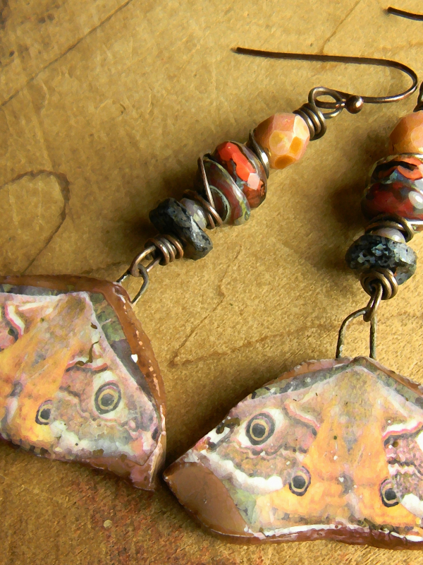 Fall colors in a beaded earring design by Gloria Ewing.