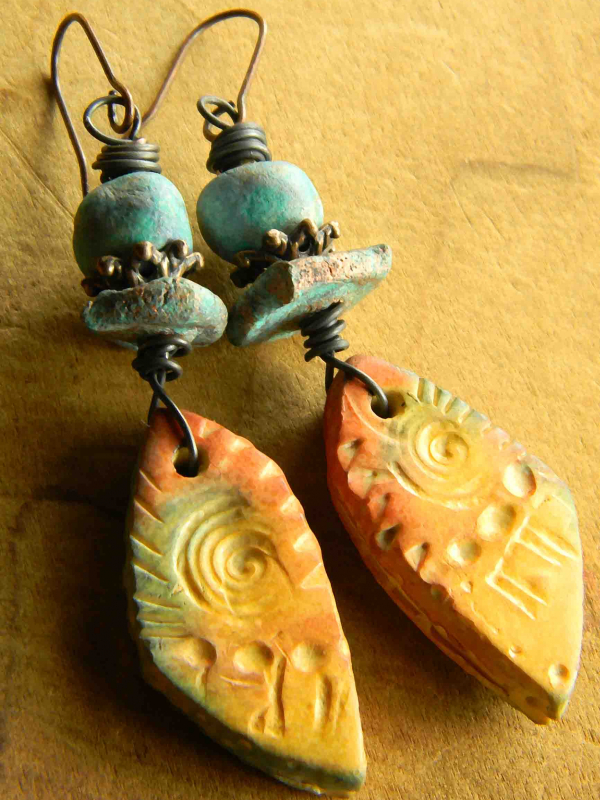 Desert colors in an artisan earring design by Gloria Ewing.
