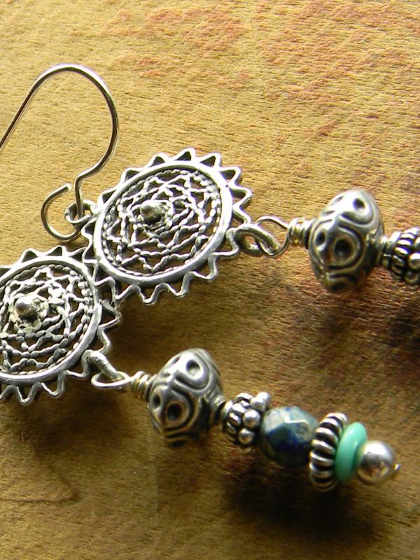 Beaded drop earring design by Gloria Ewing.